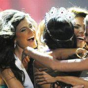 Gegen 82 Konkurrentinnen hatte sich die schöne Mexikanerin am Ende durchgesetzt, die ihr artig zum Sieg gratulierten.
