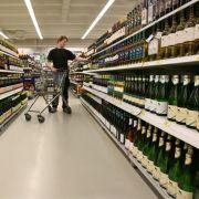 Eine Wissenschaft für sich: Wein. Übrigens, ein teurer Wein schmeckt immer besser. Das liegt aber nicht am Wein selbst. Psychologen haben herausgefunden, dass die Höhe des Preises unser Geschmacksempfinden beeinflusst.