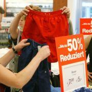Was auch ganz gut ankommt: Wenn Kunden die Ware in die Hand nehmen können. Das erhöht den Kaufanreiz.