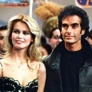 Auch Claudia Schiffer hat Fehler gemacht. Der zweijährigen Beziehung inklusive Verlobung mit Magier David Copperfield haftete der Geruch eines PR-Gags an.