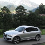 Der 2.0 TFSI mit Turboaufladung und Benzindirekteinspritzung leistet 211 PS. Das Drehmoment beträgt 350 Nm.