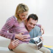 Im Gegensatz zu den Ultraschallbildern sieht der Gesetzgeber den Ersttrimestertest nicht als Routine der Schwangerschaftsvorsorge vor.