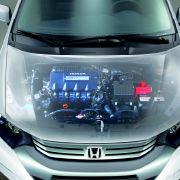 Laut Honda ist der Jazz damit das erste serienmäßige Hybrid-Fahrzeug im Kleinwagen-Segment. Dafür wurde dem Umwelt-Jazz der bewährte Insight-Antrieb verpasst, der aus einem 1,3 Liter-Benziner und einem Elektromotor besteht.