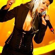 Bestimmt. Christina Aguilera würde sich über Verstärkung auf der Bühne auch sicher freuen.