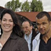 Schauspieler Nikolaus Okonkwo (r.) kam mit seiner Ehefrau, der Schauspielerin Cheryl Shepard.