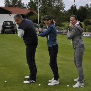 Sie nahmen am Schnupperkurs teil: Die TV-Stars Karsten Speck (l.), Anja Kruse (M) und Specks Ehefrau Cora. Fürs Posen hat es schon mal gereicht.
