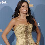 Schauspielerin Sofia Vergara, nominiert für ihre Rolle in Modern Family, macht eine tolle Figur in einem Safran-farbenden Kleids von Deignerin Carolina Herrera.