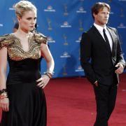 Das Traumpaar aus True Blood darf bei den Emmys natürlich nicht fehlen: Die frisch vermählten Anna Paquin und Stephen Moyer.