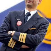 Hunderte Menschenleben hängen von ihm ab: Der Pilot verkörpert Besonnenheit, Fingerspitzengefühl und totale Kontrolle.
