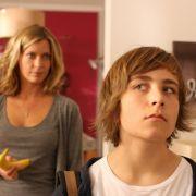 Valerie Niehaus mit Filmsohn Jonathan-Elias Weiske in Sind denn alle Männer Schweine?.