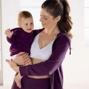 Nach der Schwangerschaft kann die Mode weiter getragen werden. Eine sehr wichtige Rolle während und nach der Schwangerschaft nimmt zum Beispiel der Still-BH ein.