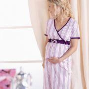 Beeren- und Fliedertöne sind auch in der Umstandsmode ein wichtiges Trendthema. Egal ob als Bluse oder Nachtkleidchen.
