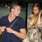 Portugals Superstar Cristiano Ronaldo gilt als absoluter Frauenheld: Zurzeit ist er mit dem russischen Supermodel Irina Shayk zusammen.