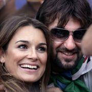 Italiens Nationaltorhüter Gianluigi Buffon (rechts) hat sich ein tschechisches Topmodel geangelt. Er ist mit Alena Seredova zusammen.