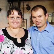 Martin (29), der schüchterne Schwabe, wird Jennifer (23, Bäckerin aus Niedersachsen) seiner Mutter Mathilde vorstellen.