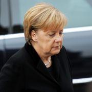 Bundeskanzlerin Angela Merkel kam als eine der letzten in den Michel. Sie nahm in der Kirche in der gleichen Reihe wie ihr Vorgänger Gerhard Schröder Platz.