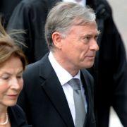 Auch der Bundespräsident a.D. Horst Köhler kam mit seiner Gemahlin.