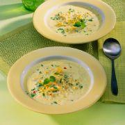 Spritzige Hühner-Suppe mit Zitrone