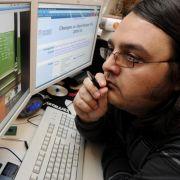 Blass, übergewichtig, fettiges Haar: der Informatik-Student.