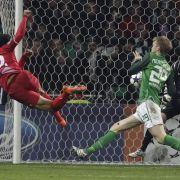 Twentes Nacer Chadli trifft zum 1:0 für die Holländer.