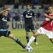 Auch Schalke erwischt einen rabenschwarzen Abend, kann aber wenigstens einen Punkt retten.