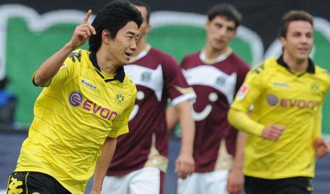 Shinji Kagawa (l) führt die Dortmunder auf die Siegerstraße.