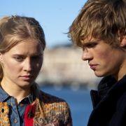 Doch Inken und Bo Andersson (Vijessna Ferkic,li.  Remo Schulze, re.) glauben fest, dass ihre Mutter Ulrica von ihrem Vater Gunnar ermordet wurde.