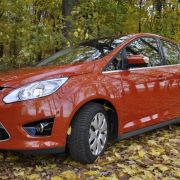 ... es stellt den Einstieg in Fords Van-Welt dar und ist ab 18.600 Euro zu haben.