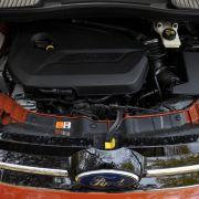 Ecoboost: Aus dem 1,6 Liter großen Vierzylinder-Benziner kitzeln die Kölner 150 PS. Der Motor will für flottere Fahrweise getreten werden. Bei hohen Drehzahlen allerdings wird er unkomfortabel und brummig. Der Durst steigt dann sprunghaft und man sieht si