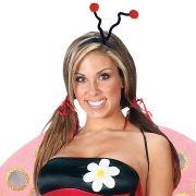 Der Käfer-Look: Sehr sexy. Hat aber irgendwie auch etwas von Gülcan Kamps. Der flotte Käfer eignet sich ausschließlich für die Party im Haus. Bei kaltem Winterwetter werden Sie sonst schnell zur Frostbeule. Alle Kostüme dieser Bildstrecke erhalten Sie üb
