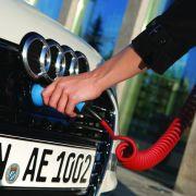Eine Akkuladung für den rein elektrischen Fahrbetrieb reicht nur für 50 Kilometer.