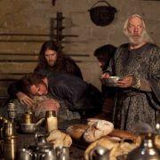 Am Tag der Geburt seines Enkels erwischt der König jedoch einen Teller vergiftete Suppe.