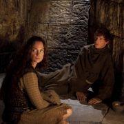 Bei ihrer Suche lernen sie die geheimnisvolle Ellen (Natalia Wörner) und ihren Sohn Jack (Eddie Redmayne) kennen.