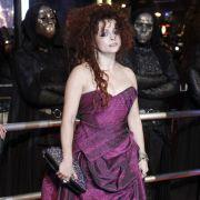 Helena Bonham Carter ist auch dabei. Sie spielt eine bitterböse Hexe.
