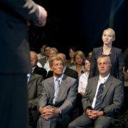 Man wird doch nochmal fragen dürfen. Die Aktivistin Mila (Anna Maria Mühe) hakt bei einer Präsentation des NPC nach.
