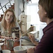 Doch Johannas Verhalten wird immer merkwürdiger. Auch Tochter Meike (Jella Haase) bekommt das zu spüren.