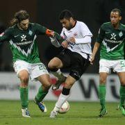 Keine Tore gab es in der Partie zwischen Werder Bremen und Eintracht Frankfurt. Die Mannschaft von Torsten Frings (links) bleibt damit im Niemandsland der Tabelle, während das von Caio in der Spitzengruppe verweilt.