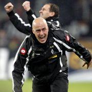 Grenzenlose Freude: Gladbachs Trainer Michael Frontzeck jubelt über den 4:0-Sieg gegen den Rivalen aus Köln.