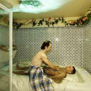 Fast jedes Hamam bietet Wellness- und Schönheitsbehandlungen über die klassischen Anwendungen hinaus. So können sich Gäste auch mit einer Schlamm- oder Ölmassage verwöhnen lassen.