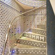 Ein gutes Hamam ist nicht nur sauber. Auch die Einrichtung sollte einladend sowie authentisch sein und schon beim Betreten ein Gefühl von 1000 und einer Nacht hervorrufen.
