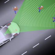 Elektronische Notbremse: Im Volvo S60 erkennen Sensoren Fußgänger und stoppen den Wagen im Optimalfall, bevor es kracht.
