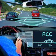 Die Adaptive Cruise Control (ACC) regelt den Abstand zum Vordermann: Wird der einmal eingegeben, hält das Fahrzeug diesen stoisch ein und passt automatisch die Geschwindigkeit dementsprechend an.
