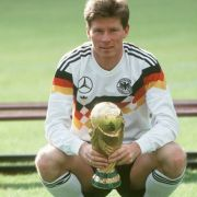 Stefan Reuter mit dem WM-Pokal