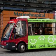 Derzeit testen die Stadtwerke das batteriebetriebene Fahrzeug zwischen den Haltestellen Neumarkt und Marienhospital.