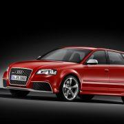 Zum Grundpreis von 49.900 Euro steht der Audi RS 3 Sportback ab Frühjahr bereit. Serienmäßig dazu gibt's die Sporttaste, Einparkhilfe hinten, Klimaautomatik, Radio sowie Xenon plus-Scheinwerfer.