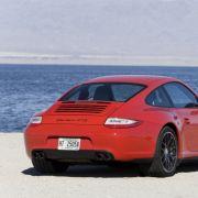 Das Sechszylinder-Boxer-Triebwerk, das auch im auf 356 Stück limitierten 911 Speedster verbaut ist, leistet 408 PS und bei 4200 U/min ein maximales Drehmoment von 420 Nm.