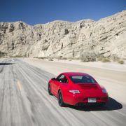 ... dann röhrt der Carrera GTS beim Ausdrehen über seine Resonanz-Auspuffanlage noch eindrucksvoller ...