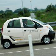 In einigen Jahren soll die Europa-Version des Kleinstwagens Tata Nano anrollen. Der Preis soll bei ungefähr bei 5000 Euro liegen.
