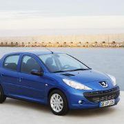 Viele Hersteller korrigieren ihre Preise inzwischen nach unten: Peugeot verkauft den 206 mit leichtem Lifting als 206 Plus ab 9990 Euro, obwohl es schon längst den Nachfolger 207 gibt.