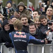 Klatsch ab, Sebastian: Vettels Bad in der Menge.